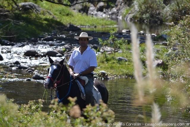 cabalgando por el rio