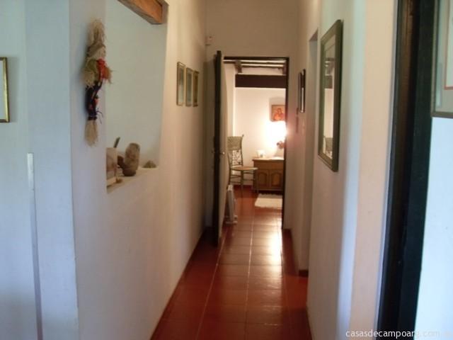 Final del pasillo puerta a dormitorio principal