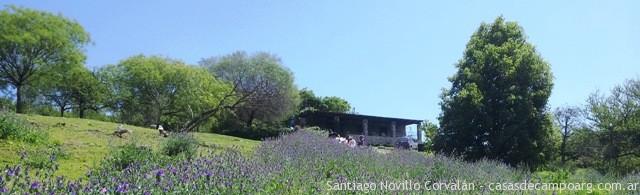 casa de piedra en la granja