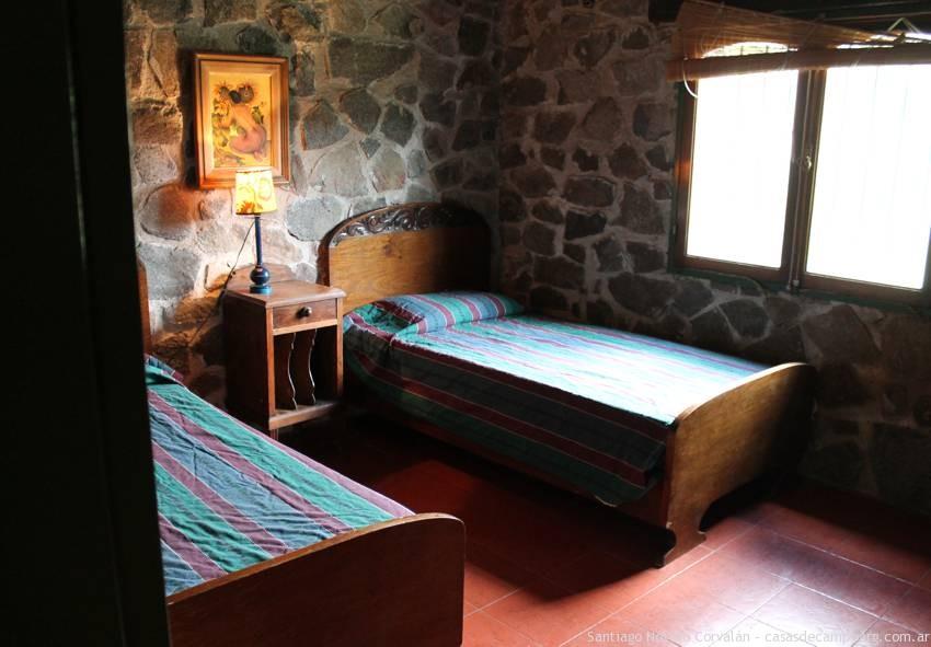 cuarto secundario casa de piedra