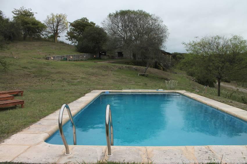 vista_pileta_casa_de_piedra